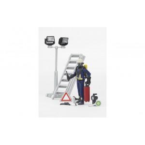 Фигурка пожарного с аксессуарами, Bruder 62700